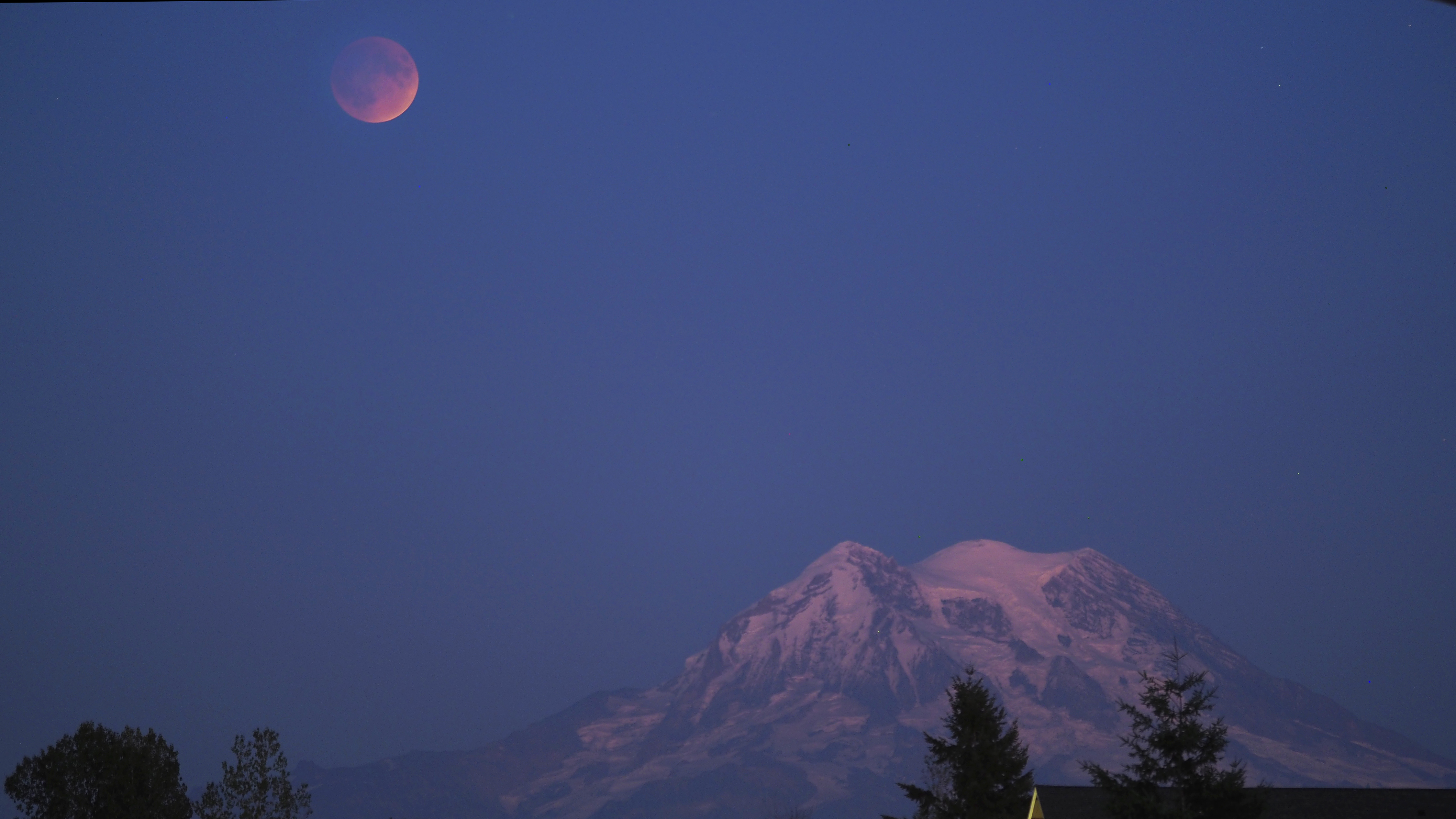 Blood Moon over Mount Rainier-9-27-15. Photo Credit: Kirk Diaz